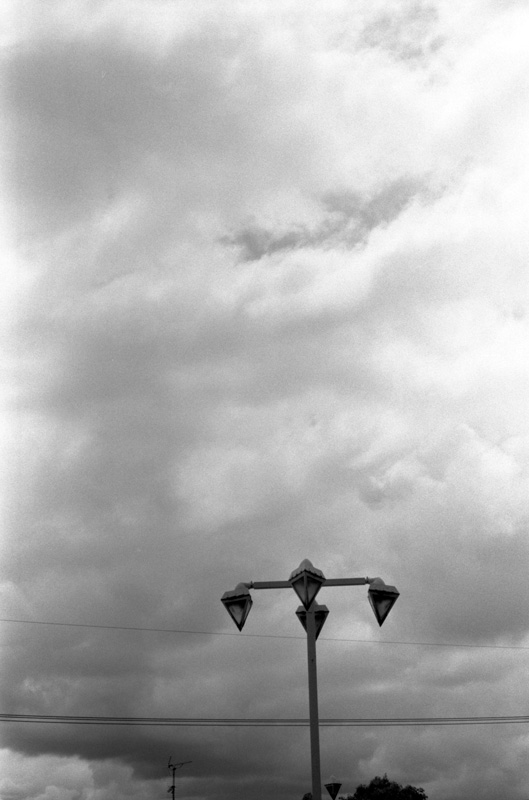 街灯と曇り空