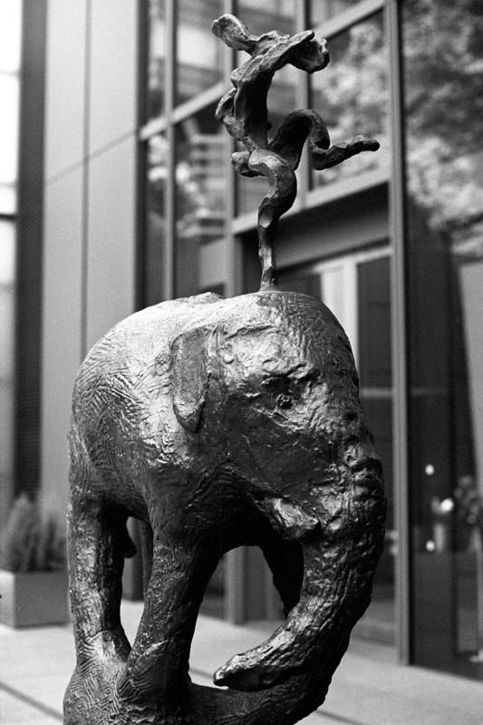 巨象も踊るか?