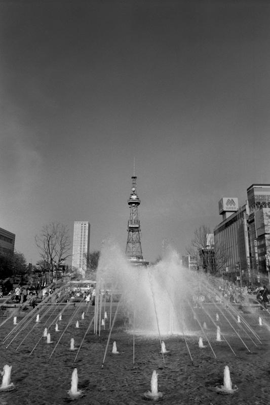 噴水とさっぽろテレビ塔